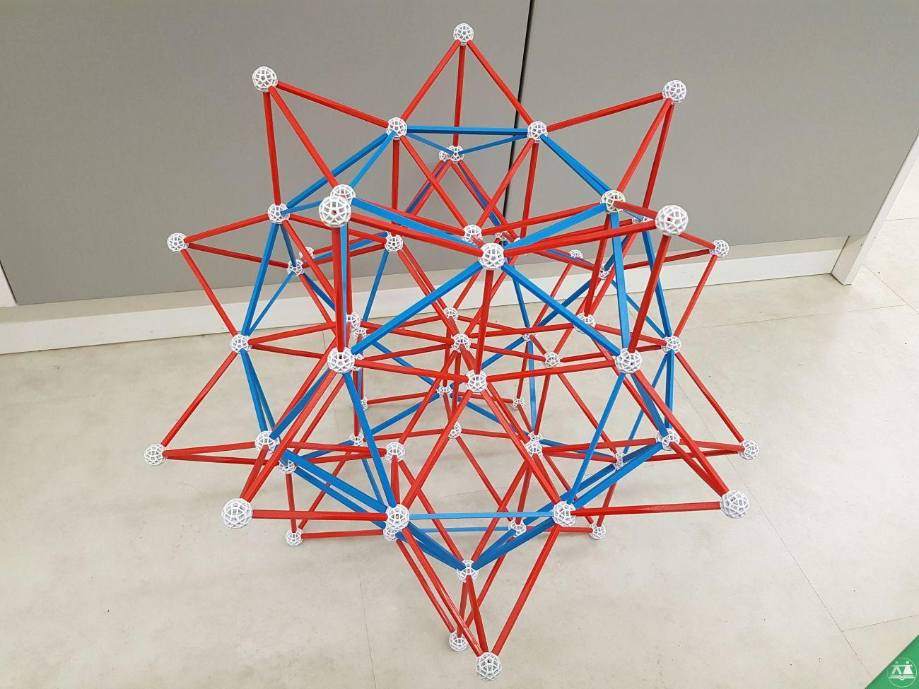 Hisa-poliedrov-drzavni-zbor-hisa-iluzij-004