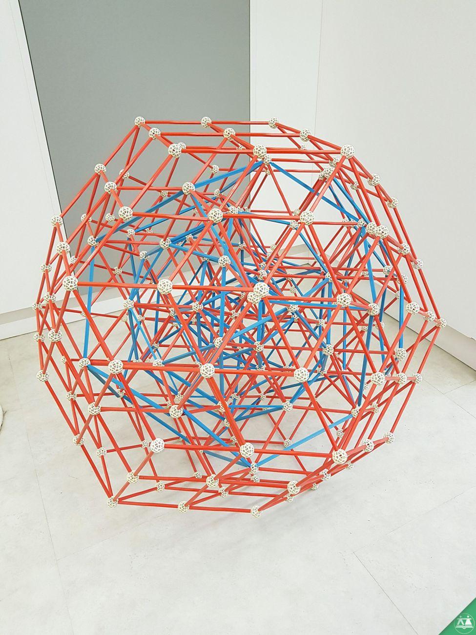 Hisa-poliedrov-drzavni-zbor-hisa-iluzij-005
