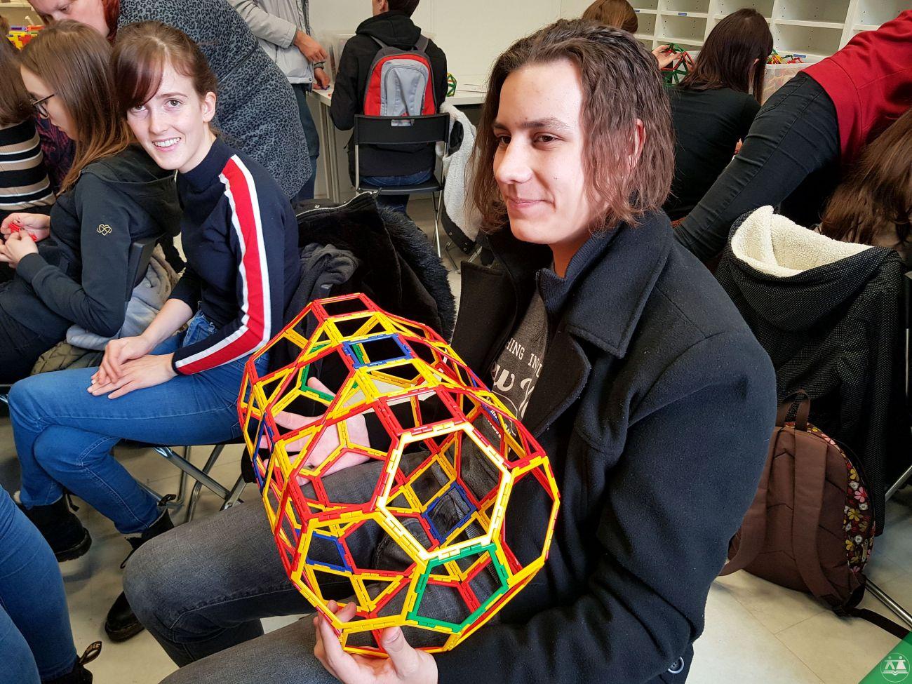 Hisa-poliedrov-drzavni-zbor-hisa-iluzij-018
