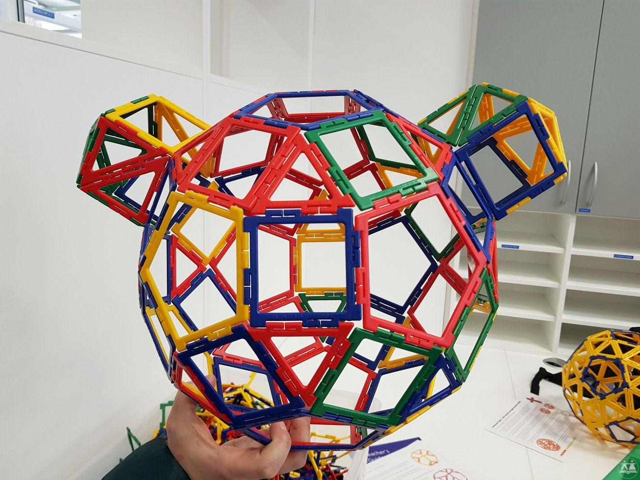 Hisa-poliedrov-drzavni-zbor-hisa-iluzij-026