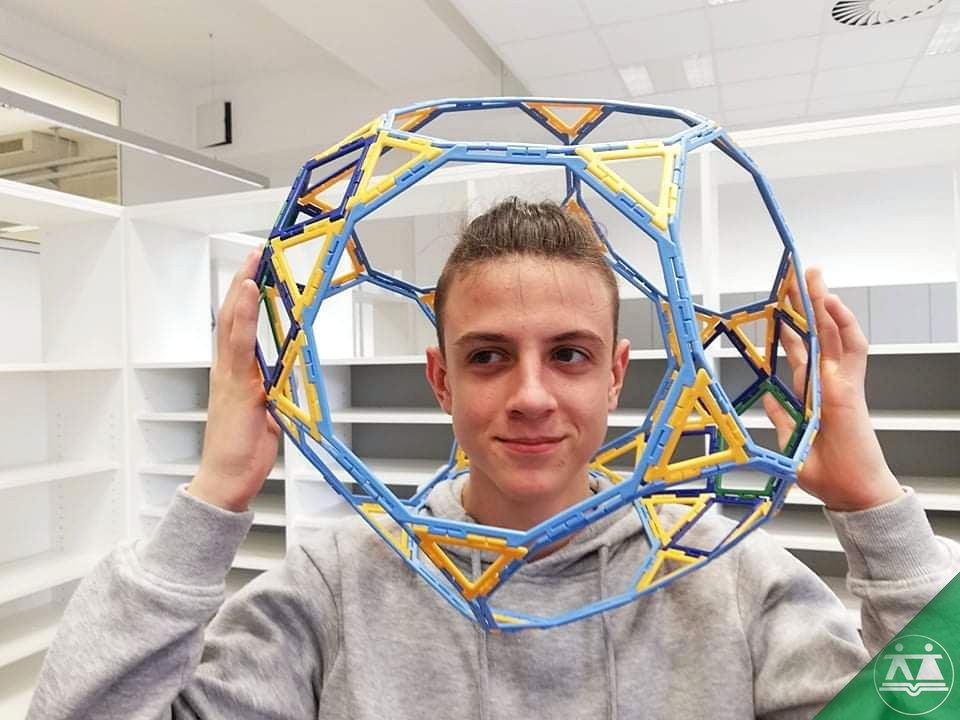 Hisa-poliedrov-drzavni-zbor-hisa-iluzij-027