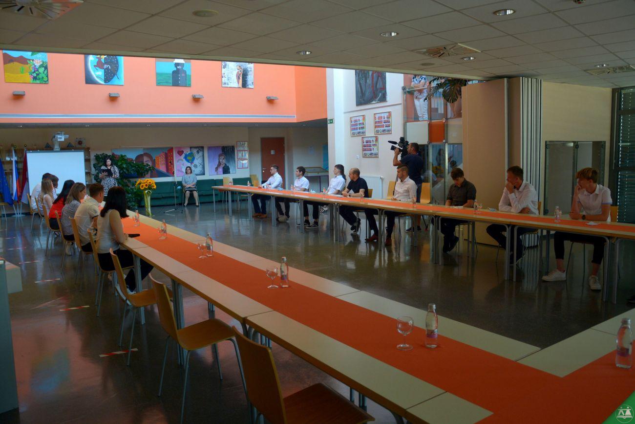 Slovesna-podelitev-spriceval-zakljucnega-izpita-2020-013