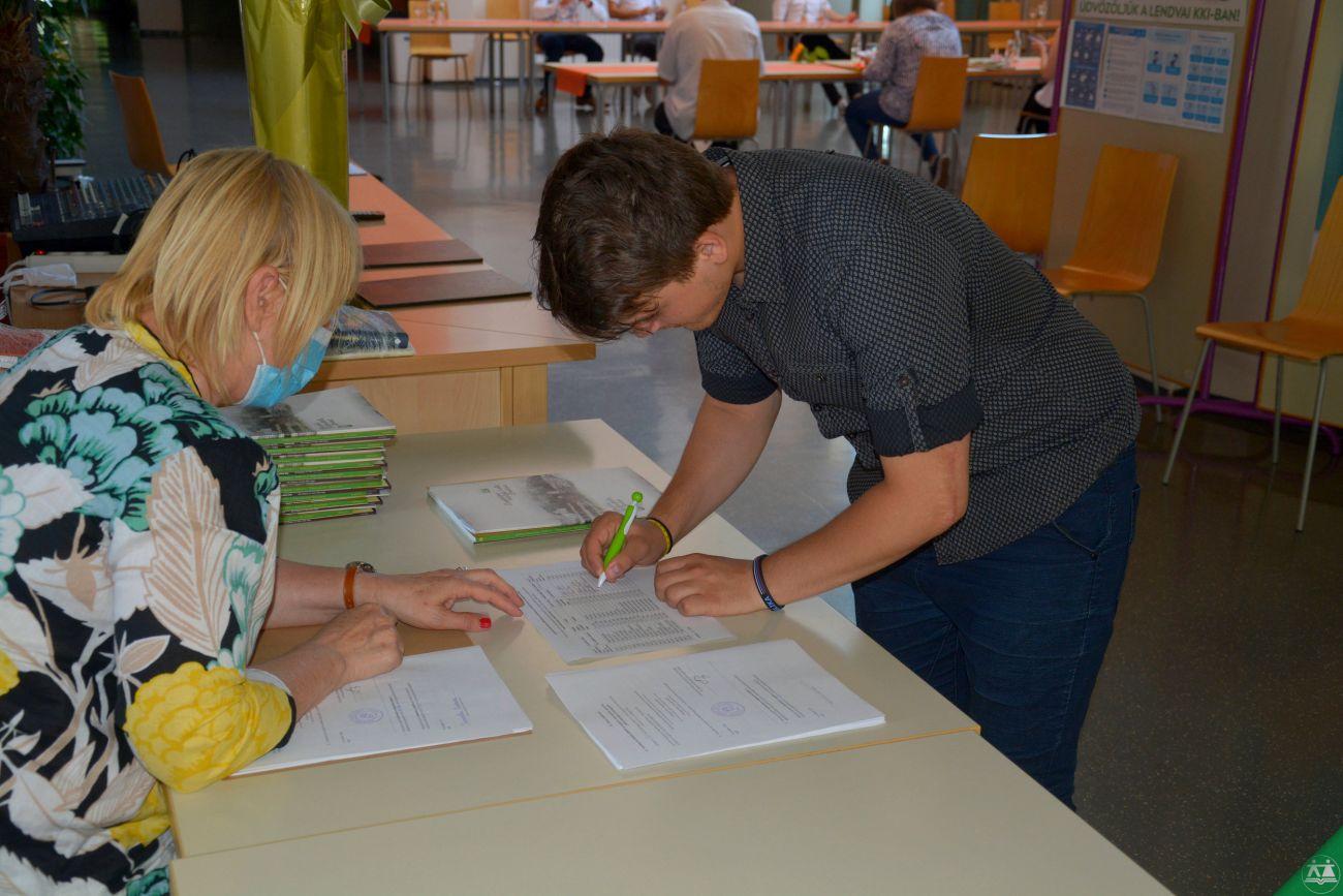 Slovesna-podelitev-spriceval-zakljucnega-izpita-2020-021